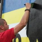 Maľovanie muralu na ihrisku